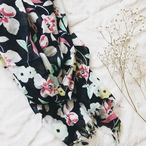 NEW ♦︎ FLORAL SCARF